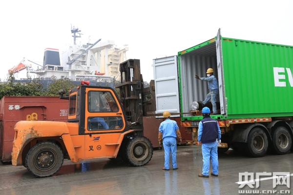 船厂脱硫塔组件运输记